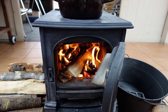 キャンプ場の薪ストーブ