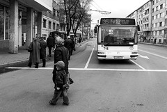 35 (Marius Manastireanu) Tags: bw white black children kid streetphotography snap romania alb 35 cluj clujnapoca buss crossingthestreet negru piatamihaiviteazu mariusmanastireanu