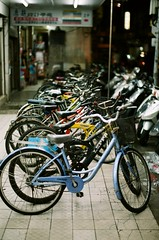 (j y .) Tags: city light shadow summer urban film bike bicycle canon relax 50mm quiet bokeh dream taiwan lifestyle peaceful l dreamy taipei a1    asph fd f12   negativefilm primelens  youngphotographer f12l analoguephotography efinitiuxisuper200