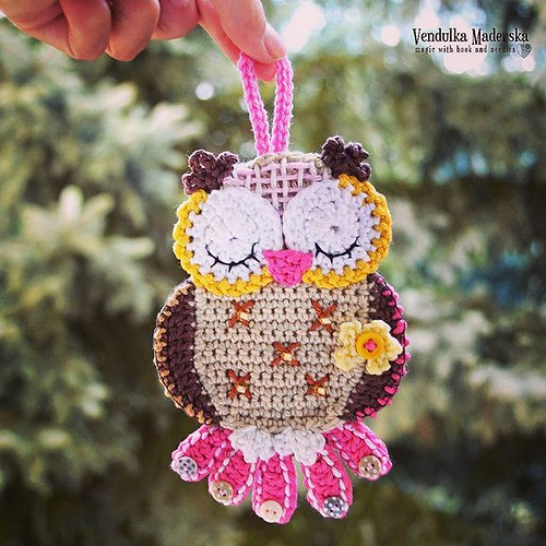 Sleeping and dreaming about her new home😇. She flight today as a gift with the order. I hope, they will like it ♥ #ilovemycostumers #crocheteveryday #owl #crochetowl #crochetornament #ornament #madebyme #myhookisonthefire 😁😘