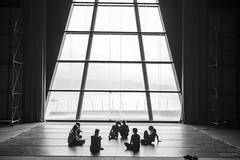 El descanso  GXF 2016 encuentro Jóvenes Coreógrafos (Soledad Bezanilla) Tags: descanso interlude jovenes young coreografos choreographers instantes momentos luz lihgt arte art cristaleras glasswindows soledadbezanilla canoneos7d