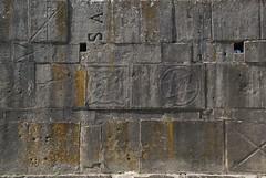 Venosa, l'Incompiuta (Metella Merlo) Tags: basilicata italia reimpiego muro tempo pietra simboli rovine iscrizioni