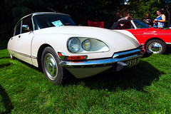 1972 Citroen DS (hz536n/George Thomas) Tags: riverside park orphans car show 2016 cs5 canon canon5d ef1740mmf4lusm michigan september summer ypsilanti carshow copyright citroen citroends ds riversidepark orphanscarshow