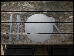 Venlo - Bolwaterstraat (abudulla.saheem) Tags: tafeltjedekje tischleindeckdich tablesetting tafel table tisch plaat plate teller bestek silvercutlery besteck bolwaterstraat venlo limburg nederland netherland niederlande panasonic lumix dmctz31 abudullasaheem