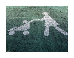 (ngel mateo) Tags: ngelmartnmateo ngelmateo asfalto seal sealizacin aparcamiento verde blanco maternidad nios cocheparanios green asphalt parking sign signage white maternity children