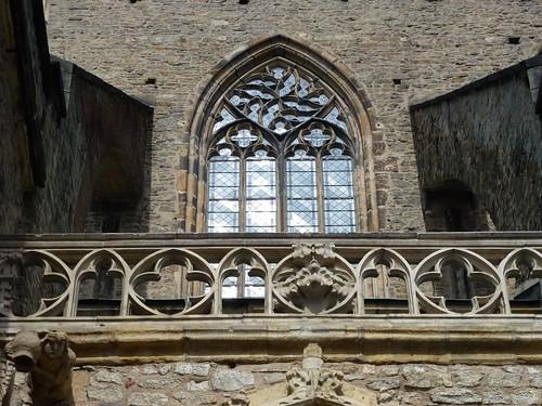 Gotycka dekoracja powyżej południowej kruchty kościoła śś. Piotra i Pawła w Strzegomiu