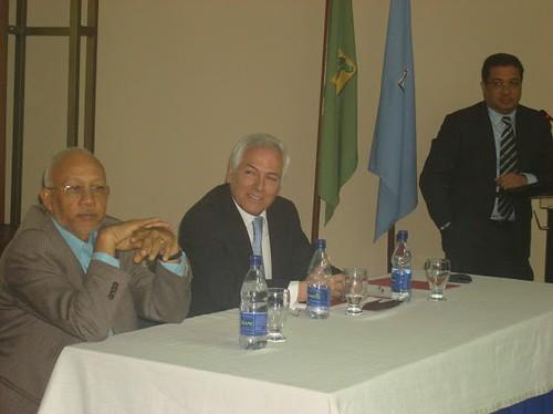 Juan Guerrero con Mario Holguin y el Decano de la Escuela de Derecho Universidad Catolica Santo Domingo