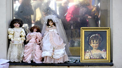 Dolls at antik market in Nice, France 15/4 2013. (photoola) Tags: france nice frankreich dolls  francia muecas bambole  puppen frankrike poupes dockor francja ranska nuket antikt  coursaleya  photoola
