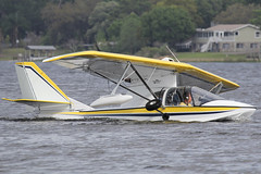 N124A - 2008 build Progressive Aerodyne SeaRey, on Lake Agnes, note the pilot is a 60s Captain Kirk doppelganger (egcc) Tags: county water amphibian lakeagnes seaplane snf progressive polk captainkirk sunnfun splashin searey aerodyne rotax914 1mk442c n124a