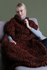 Blonde girl in her knitted wool blanket (Mytwist) Tags: wool girl lady sweater women dam jumper pullover tjej flicka kvinna