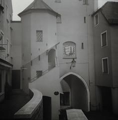 Unteres Tor, Gnzburg (iranon727) Tags: tor agfa turm ilford fp4 isolette gnzburg apotar efd moersch stadtturm unterestor