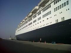 QE2 Port Rashid 2012 (Louis De Sousa) Tags: qe2 dubai dry docks port vila rashid legend cunard dock nakheel dp world queenelizabeth2 portrashid dpworld