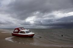 (juli_ei) Tags: schiff boot ebbe strand sand wellen himmel wolken wolke rot canon eos6d 6d ef2470mmf28lusm