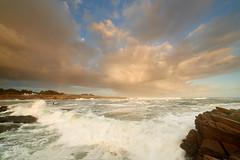 Un grain arrive sur l'anse des Broches #2 ~ le d'Yeu [ Vende ~ France ] (emvri85) Tags: iledyeu vende mer sea seascape d800e zeiss leefilters sunrise leverdesoleil barque plate bateaux ctenordouest vagues waves nuage clouds