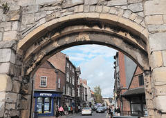 Looking Down Gillygate. (wivvy is getting there.) Tags: xt1 york streetphotography arch archway gillygate xf1855mmf284rlmois