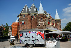 graffiti amsterdam (wojofoto) Tags: graffiti streetart amsterdam nederland netherland holland wojofoto wolfgangjosten ea bouwkeet dewaag nieuwmarkt