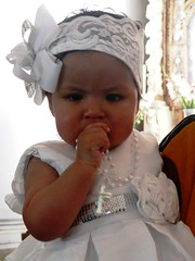 Battesimo (magellano) Tags: battesimo baptism sucre bolivia bambina child kid chiesa church vestito dress croce cross nastro ribbon bianco white ritratto portrait ditoinbocca