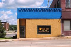 Vegas Sun Tan Spa, Dixon Illinois (Cragin Spring) Tags: building architecture blue window vegas vegassuntanspa tanning illinois il midwest dixonillinois dixonil dixon unitedstates usa unitedstatesofamerica