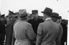 Ministerpresident Quisling ankommer til Fornebo (Riksarkivet (National Archives of Norway)) Tags: worldwarii secondworldwar quisling krigen vidkunquisling andreverdenskrig okkupasjonstiden