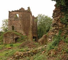 The Castle of Cuasso (Bytho) Tags: castle ruins urbanexploration castello varese rovine lostplaces luoghiabbandonati luoghidimenticati cuassoalmonte valceresio castellodicuasso