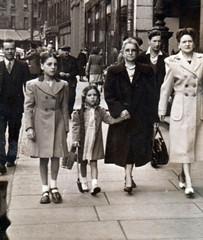 Image titled Jean Hart 1950.