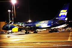 Aurora comes in the night (Nick Air Photography) Tags: img7526 icelandair tffiu tffiuicelandairboeing757256wlauroranorthernlightsspecialcolours nickairphotography boeing7572 milanmxp canoneos6d speciallivery auroraborealis hekla