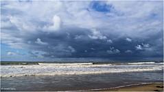 Beach and Weather (Hindrik S) Tags: beach strn strand coast kust sand sn zand sea see zee noardsee noordzee scheveningen clouds wolken sky loft lucht shower bui a300 alpha300 sonyphotographing sony sonyalpha 300 dslra300 tamron tamronspaf1750mmf28xrdiiildasphericalif tamron1750 1750 landscape landschap 17mm f32 14000 iso100 2011