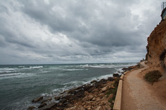 A path along the coast. (Azariel01) Tags: 2016 espagne espaa spain alicante torrevieja beach calacapitan playa badweather mauvaistemps nuages clouds vagues waves mediterraneansea mermediterrane mediterrane chemin path