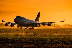 Heavy Sunrise (vy.photographe) Tags: orly ory lfpo aroport avion aronautique spotting traficarien sunrise leverdesoleil boeing b747 boeing747 corsair grosporteur atterrissage aube