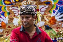 Rostros de funeral (Nebelkuss) Tags: indonesia kuta bali funeral colores colours procesion procession rostro face retratos portrait elzoohumano thehumanzoo canoneos60d canonef70200f4l