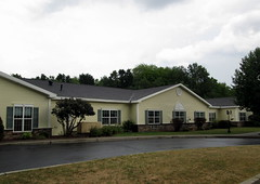Park Terrace at Radisson Assisted Living Center. (dccradio) Tags: baldwinsville ny newyork syracusearea overcast assistedlivingcenter building pavement driveway grass lawn windows parkterraceatradisson cloudy tree trees greenery