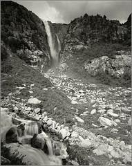 2016-08-24     Foma 100 in Rodinal 1-50 20 C 9 min002-01-01web (Yuriy Sanin) Tags: congo9063 georgia largeformat nagaoka waterfall rocks river yuriy sanin foma xtol   4x5