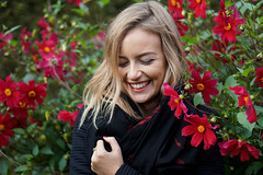 the smile of Clarinda (e³°°°) Tags: smile sorria sourire stunning sonrisa smiling portrait portraiture portret posing lach lady girl glimlach gorgeous gal woman femme female face fille flower dame meisje mademoiselle mädchen mechelen model vrijbroekpark vrouw belgium blonde blond rood red retratos rouge clarinda frau elegance bloemen