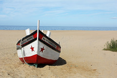 Praia do Meco (hans pohl) Tags: portugal sesimbra meco plages beaches atlantique lightly cloudy ensoleill bateaux ships landscapes paysages