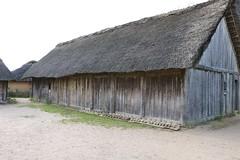 354 Haithabu WHH 21-08-2016 (Kai-Erik) Tags: geo:lat=5449123171 geo:lon=956746152 geotagged haithabu hedeby heddeby heiabr heithabyr heidiba siedlung frhmittelalterlichestadt stadt town wikingerzeit wikinger vikinger vikings viking vikingr huser house vikingehuse vikingetidshusene museum archologie archaeology arkologi arkeologi whh wmh haddebyernoor handelsmetropole museumsfreiflche wall stadtwall danewerk danevirke danwirchi oldenburg schleswigholstein slesvigholsten slesvigland deutschland tyskland germany bohlenwand reparatur zweitesskaldentreffen geschichtenerzhler musiker gruppesitram thomaspetersen jorgederwanderer urdvaldemarsdatter mittelalterlichemusikinstrumente skalden thorshammeralsamulettauszinngegossen 21082016 21august2016 21thaugust2016 08212016 httpwwwhaithabutagebuchde httpwwwschlossgottorfdehaithabu