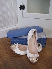 Vera Wang Ballet Flats (TradeFare) Tags: white fashion gold shoes trendy thankful success milestone kohls verawang balletflats girlygirl tradefare