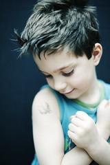 Merlin's sweetness (delphinE-LB) Tags: boy black studio noir child tatoo enfant garçon tatouage
