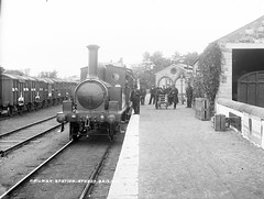 Athboy Railway Station, Co. Meath (National Library of Ireland on The Commons) Tags: ireland trolley platform tracks railwaystation trainstation locomotive railways crates railroads traindriver wagons porters sleepers glassnegative steamlocomotive meath leinster robertfrench williamlawrence nationallibraryofireland engineman athboy goodswagons lawrencecollection athboyrailwaystation baileáthabuí townoftheyellowford