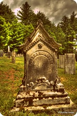 Graveyard (Andrew E. Larsen) Tags: newengland papalars andrewlarsenphotography
