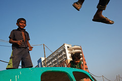Kids - Cox's Bazar, Bangladesh (Maciej Dakowicz) Tags: people kids children fun jump asia bangladesh coxsbazar