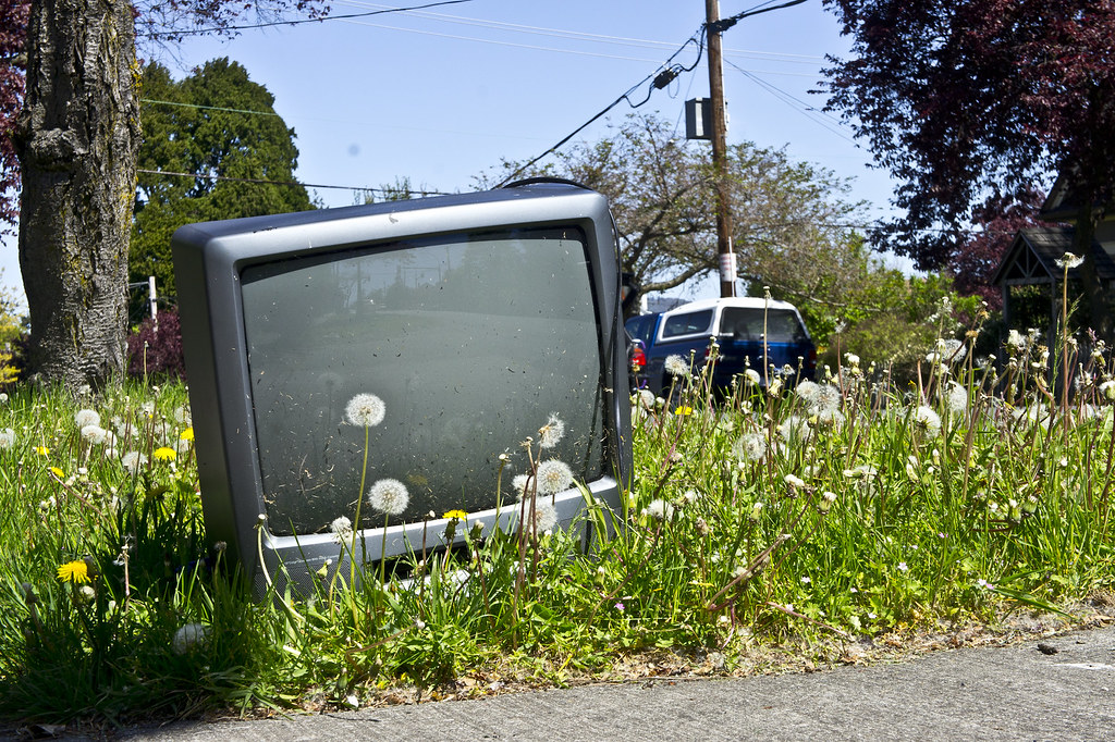 Dumped old TV by Ruocaled, on Flickr