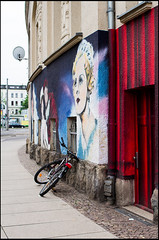 20130511-105 (sulamith.sallmann) Tags: pink building art bike bicycle germany deutschland europa theater theatre kunst saxony rad rder leipzig bicycles entertainment sachsen vehicle bauwerk gebude velo deu fahrrad fahrzeug fahrrder fahrzeuge kunstimffentlichenraum unterhaltung verkehrsmittel zweirad zweirder sulamithsallmann darstellendekunst