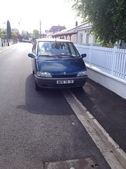 Renault Espace de 1994 9678 TQ 37 - 23 mai 2013 (Rue des Mesanges - Joue-les-Tours) (Padicha) Tags: auto new old bridge france water grass car station electric truck river french coach ancient automobile eau indre may police voiture ruine cher rest former 37 nouveau et loire quai franais nouvelle vieux herbe vieille ancienne ancien fleuve nationale vehicule lectrique reste gendarmerie gazon indreetloire franaise pave nouveaut vhicule utilitaire restes vgtalise letramdetours padicha