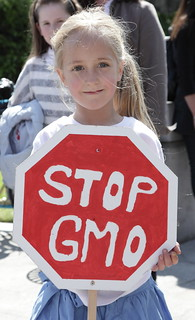 From flickr.com/photos/74374801@N02/8840235490/: Stop GMOs