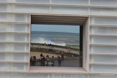 Reflejos en el Kursaal (Donostia) (Gonzalo Loza Prez) Tags: donostia kursaal ventana mar olas