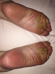 Wrinkled soles (barefooted84) Tags: feet foot toes barefoot wrinkled