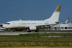 N720MM (MGM Mirage Aircraft Hold.) (Steelhead 2010) Tags: mgm mirage b737 boeing b737700 bbj bizjet yyz nreg n720mm
