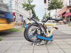 faltrad gefaltet leipzig strassenbahn (kd-pics) Tags: leipzig cafemaitre tram faltrad birdy draussen foldingbike fahrrad bike schienen