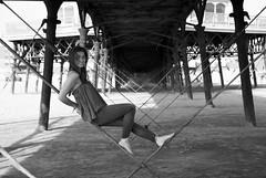 Heather, une fille en fleur! (dominiquita52) Tags: bw noiretblanc pier jete stanne beach plage geometry fille femme