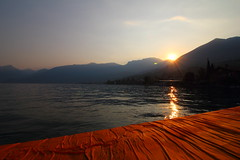 Dawn at the Floating Piers (Ivan Ibatici) Tags: floatingpiers iseo lake christo christoandjeanneclaude platforms lac lago brescia italy monteisola montisola
